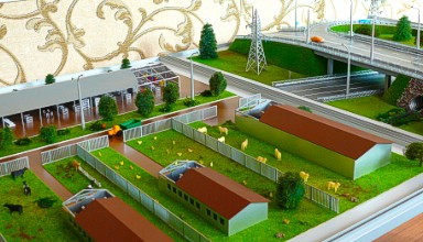 The model of the farm and the layout of the road were ordered in equal sizes